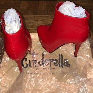 Cinderella of Boston Shoes - Red Leather Ankle Platform Boots. US Sz 2.5M. CoB